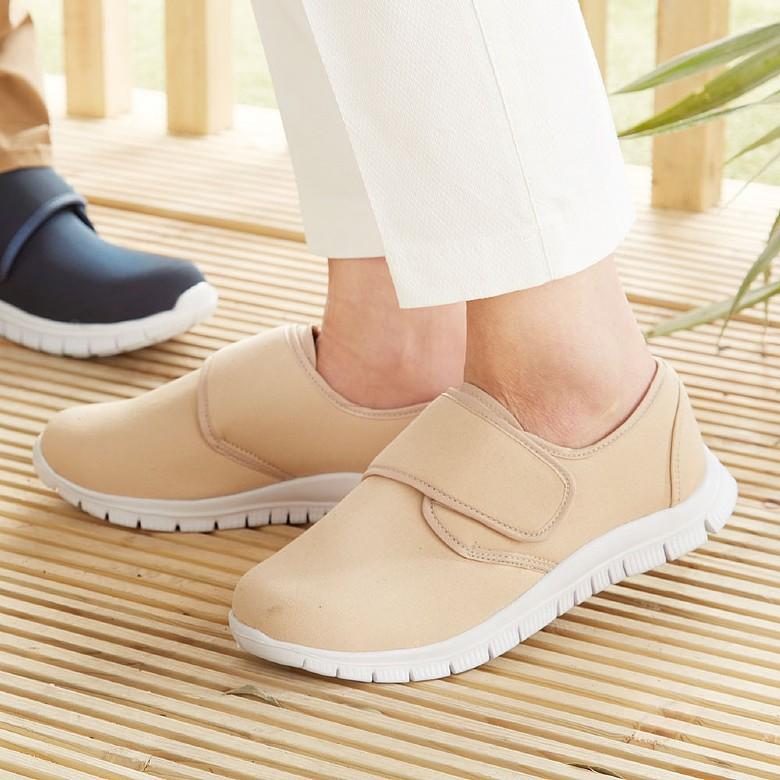Mens Beige Canvas Shoes: simple touch