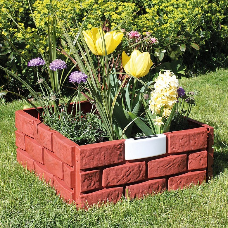 Pack of 8 Brick-effect Panels with Solar Lights