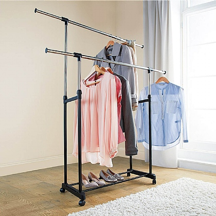 Expanding Clothes Rail