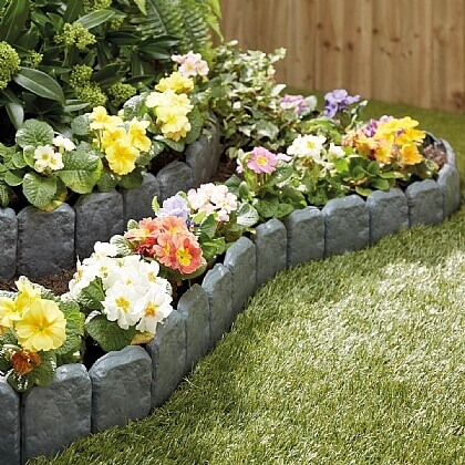 Cobbled Stone-effect Lawn Edging